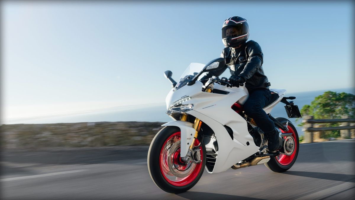 Ducati SuperSport S 2017 en action